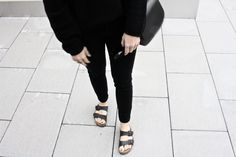 ALL BLACK FEVER | outfit by Mirjam from www.miiju.ch ANINE BING laced bra | ACNE STUDIOS 'Deborah' deep v-neck light knit | BIRKENSTOCK 'Arizona' slides | MANSUR GAVRIEL | &OTHER STORIES ring | RAY BAN 'Wayfarer'