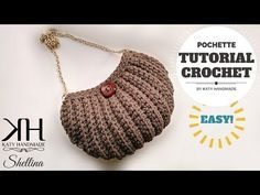 There is nothing more elegant and comfortable than a fancy handbag and today we are going to teach you how to crochet this absolutely gorgeous shell stitch bag. pochette in maglia bassa in costa - Pinkyvideo Cestino in fettuccia How to Crochet Spiral Cord Lidia Crochet Tricot, Bag Crochet, Crochet Shell Stitch, Crochet Clutch, Crochet Handbags, Crochet Purses, Crochet Crafts, Learn Crochet, Crochet Bag Tutorials