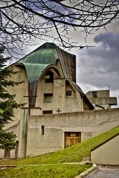 """Giovanni Michelucci (Pistoia 1891 - Firenze 1990), """"Santuario della Beata Vergine della Consolazione"""", 1961-1967 Borgo Maggiore, Repubblica di San Marino."""