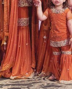 Pakistani Fashion Party Wear, Pakistani Bridal Dresses, Pakistani Dress Design, Pakistani Outfits, Fancy Dress Design, Bridal Dress Design, Stylish Dress Designs, Stylish Dresses, Girls Dresses Sewing