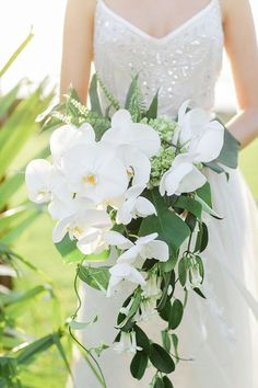 A Seasonal Guide to Gorgeous Wedding Flowers: Many brides find themselves in for a rude awakening at their first florist appointment when they discover that the peony bouquet they've been dreaming of since childhood isn't going to be an option for their August nuptials.