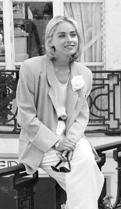 1990-1999 Fashions Actress Sharon Stone wearing an over-sized blazer in 1991