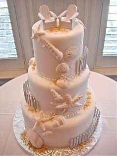 Ummmmmm this is definitely going to be MY wedding cake!! I just LOVE LOVE LOVE the beach theme =)