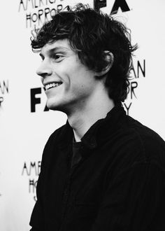 Evan Peters- American Horror Story AHS // black and white Evan Peters, Peter Evans, American Horror Story 3, American Actors, Chesire Cat, Bubbline, Raining Men, Attractive People, Look At You