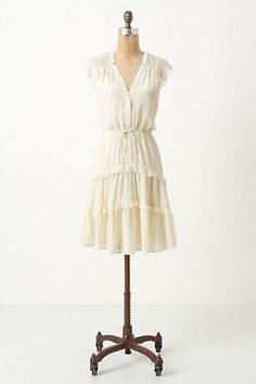 Lovely dress and super versatile! I could wear this all year long. Just add a cardigan and boots in the colder months.