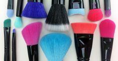 Seus momentos de maquiagem vão ficar muito mais coloridos e divertidos com os lindos pincéis da Linha Color Macrilan.