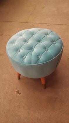 Ottoman Decor, Diy Ottoman, Round Ottoman, Chair And Ottoman, Tire Furniture, Diy Furniture Decor, Painted Furniture, Furniture Design, Puff Retro