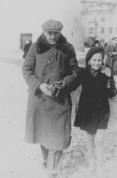 Jewish refugee father & daughter in Vilna