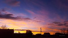 Photo: #buenosdias Dejad que los cielos se acerquen a mi... Inmortalizando momentos mágicos de la naturaleza en estado puro. El amanecer de esta mañana desde la Sierra Norte de #Madrid ha sido, sencillamente, espectacular 😊 😊  #skylovers #sunrise #goodmorning #cityscape #amaneceres #sky  #sunrisephotography  #skyline  #cityscapephotography  #landscape
