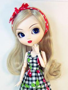 Vestido para boneca Pullip estampado com cerejas e forro de tule e laço . Por favor avise se sua Pullip usa o corpo stock ou obitsu <br>Atenção sapatos e boneca não estão incluídos. Prazo de entrega é de 7 dias para a fabricação mais o prazo dos correios.