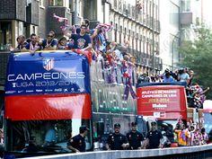 Autobus descapotable para el Atletico de Madrid Real Madrid, Times Square, Sports, Travel, Champs, Athlete, Transportation, Events, Hipster Stuff