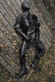 Rubber, Leather, Biker, Sportswear&Sneaker for users over 18 Rubberbiker from Saxony / Germany Heavy Rubber, Black Rubber, Biker, Mode Latex, Latex Men, Neoprene Rubber, Latex Fashion, Fashion Days, Catsuit