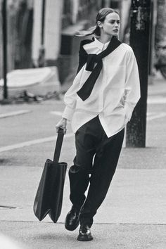Oversized Mantel, Oversized White Shirt, Leder Boots, Campaign Fashion, Fashion Brand, Womens Fashion, Fashion Beauty, Shopper Bag, Tote Bag