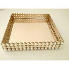 Bandeja espelhada e dourada com pérolas Perfeição ! #caixasdecoradas…