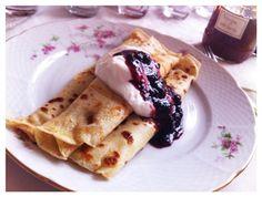 pancakes, homemade marmelade and cream :)