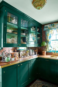 Bring your home bar into the pantry if you don't have a basement. Keep things classic and traditional with glass cabinetry, wallpaper, and forest green paint. Home Decor Kitchen, Kitchen Interior, New Kitchen, Home Kitchens, Kitchen Decorations, Kitchen Black, Kitchen Furniture, Kitchen Ideas, Küchen Design