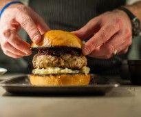Turkey Burger - Taste by Four SeasonsTaste by Four Seasons Great Dinner Ideas, Gourmet Recipes, Healthy Recipes, Gourmet Burgers, Turkey Burgers, Football Food, Street Food, Tasty, Dishes