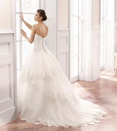 Soft romantic tulle, equisite embroidery with intricate hand crystal beading, and the elegant feminine silhouettes, the Milano 2015 bridal collection from Eddy K wedding dresses has a perfect gown for any brides. Take a look!