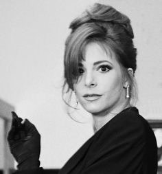 Mylène Farmer French Collection, Winona Ryder, Portraits, Black N White, Portrait Photo, Hollywood Stars, Pretty Woman, Photos, Beautiful Women