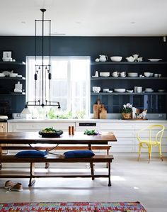 Black modern kitchen with white units - love the dark walls Black Kitchens, Home Kitchens, Kitchen Interior, New Kitchen, Kitchen Dining, Kitchen Ideas, Kitchen Yellow, Edwardian Haus, Living Etc