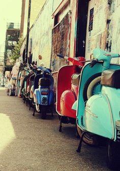 Vespa world ~ Italia Vintage Vespa, Vintage Cars, Vespa Retro, Retro Bikes, Vintage Italy, Vintage Travel, Motos Vespa, Vespa Scooters, Motor Scooters