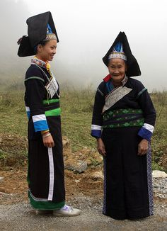 Vietnam's - ethnic minorities. Old Tay Pa Pzi woman and granddaughter. The Tay Pa Pzi are a subgroup of the Tay people.