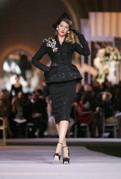 Gisele Bündchen au défilé Christian Dior Haute Couture automne-hiver 2007-2008 www.vogue.fr/...