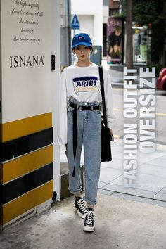 Jelly Zhao, Street Fashion 2017 in Seoul - Fashion Seoul Fashion, Fashion Week Paris, Fashion Weeks, Fashion 2017, New York Fashion, Look Fashion, 90s Fashion, Trendy Fashion, Jeans Fashion