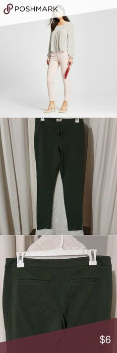 Green Merona Ankle Stretch Pants Used pants. In good condition. Size 8. The pants are green with stretch extensible. Merona Pants Ankle & Cropped