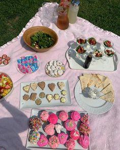 Food Is Fuel, Food N, Cute Food, Good Food, Picnic Date, Hello Kitty Birthday, Pink Cupcakes, Aesthetic Food, Cravings