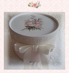 Shabby Chic Home Decor Cajas Shabby Chic, Shabby Chic Boxes, Shabby Chic Kitchen, Gladiolus, Birthday Woman, Girl Blog, Ribbon Bows, Gifts For Women, Tableware