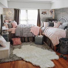 College Room Decor, College Dorm Rooms, Dorm Room Setup, Dorm Room Themes, College Dorm Bedding, College Dorm Lights, College Girl Bedrooms, Uk College, Espn College