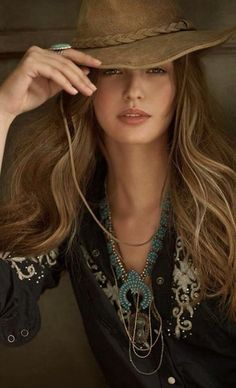 Ralph Lauren Blue Label~Love this look~❥ Cowgirl Chic, Moda Cowgirl, Cowgirl Mode, Style Cowgirl, Boho Chic, Bohemian Mode, Hippie Chic, Boho Gypsy, Hippie Style