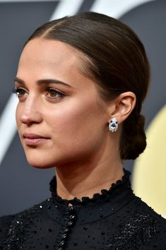 Alicia Vikander Chignon - Alicia Vikander slicked her hair back into a ladylike chignon for the 2018 Golden Globes.