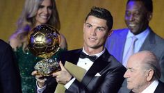 #CristianoRonaldo, dopo quattro anni di dominio incontrastato da parte di Leo #Messi, vince il pallone d'oro. Marika Tuccillo
