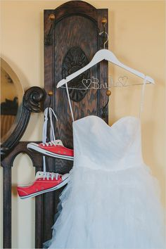 Wedding Poses Red converse with your wedding dress - A Cute Little Geek Chic Wedding that added goofy and nerdy personal touches to make it their own. Photographed by Robyn Icks Photography. Converse Wedding Shoes, Outfits With Converse, Red Converse, Cheap Converse, Converse High, Geek Wedding, Chic Wedding, Our Wedding, Dream Wedding