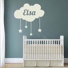 Personnalisez la chambre de bébé avec le stickers nuage prénom.