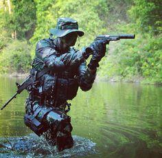 Indonesian army with pindad gun