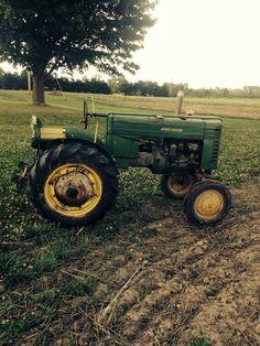 John Deere model M Old John Deere Tractors, Jd Tractors, John Deere Equipment, Old Farm Equipment, Classic Tractor, Mean Green, Antique Tractors, Vintage Farm, Crickets