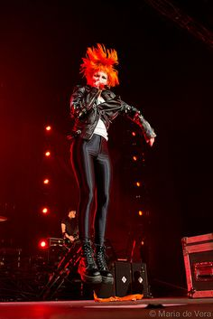 Fave part of a Paramore show is when they all levitate.