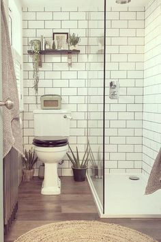 Small Shower Room, Small Bathroom With Shower, Small Showers, Tiny Bathrooms, Bathroom Design Small, Bathroom Layout, Bathroom Interior Design, Shower Ideas Bathroom, Tile Walk In Shower
