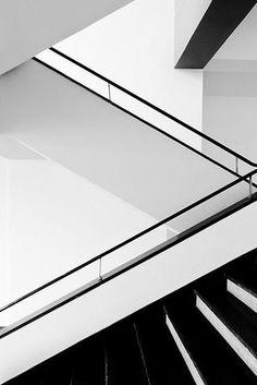 Bauhaus building (staircase detail), Dessau by Walter Gropius Photographer uknown. Architecture Details, Art And Architecture, Classical Architecture, Installation Architecture, Bauhaus Building, Design Bauhaus, Escalier Design, Interior Staircase, White Staircase