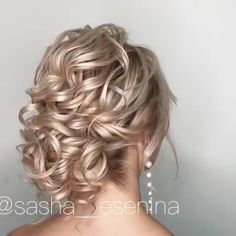 How To Do The Perfect Low Bun? Hair Tutorial How to create a quick and prefect low bun? The post How To Do The Perfect Low Bun? Hair Tutorial appeared first on Frisuren Bob. Prom Hairstyles For Long Hair, Braided Hairstyles, Grunge Hairstyles, Hairstyle For Women, Matric Dance Hairstyles, Braidmaids Hairstyles, Hairstyles For Weddings Bridesmaid, Curly Updos For Medium Hair, Updo For Long Hair