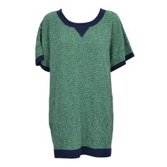Super cool kjole fra Carin Wester. Oversize model med korte ærmer og åben ryg og i en tyk lækker strikkvalitet.    Detaljer    - 86% Bomuld, 14% Nylon.  - Skal håndvaskes.  - Måler 84 cm i str S.