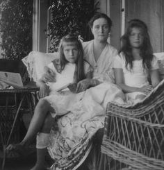 Very informal photo of Empress Alexandra Feodorovna of Russia with her youngest daughter,Grand Duchesses Anastasia and Maria Nikolaevna Romanova of Russia.A♥W