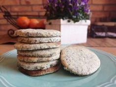 Te is készítesz néhány hetente kekszet, amit ha kell bármikor elő tudsz venni, mert hetekig eláll? Íme egy finom citromos-mákos gluténmentes keksz recept. Izu, Cookies, Food, Crack Crackers, Biscuits, Essen, Meals, Cookie Recipes, Yemek