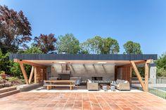 Construido en 2015 en Cachagua, Chile. Imagenes por Diego Elgueta. Se encargó…
