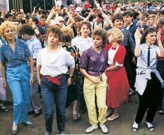 Cool girls of the a bit of nostalgia for the bygone era photos) Early 90s Fashion, Disco 80, Russia Fashion, Retro Hairstyles, European Fashion, Cool Girl, Clothes, 90s Theme, History Pics