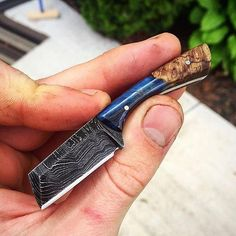 Cool Knives, Knives And Swords, Trench Knife, Knife Stand, Tactical Pocket Knife, Engraved Pocket Knives, Neck Knife, Best Pocket Knife, Knife Sharpening