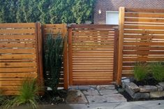 25 Unique Fence Ideas For Your Front Yard Design — Fres Hoom Tor Design, Gate Design, Fence Landscaping, Backyard Fences, Pool Fence, Contemporary Landscape, Landscape Design, Horizontal Slat Fence, Design Cour